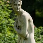 В Павловском парке. Венера на пруду у павильона Вольер.