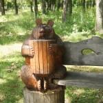 В Старооскольском дендропарке. Медведь с баяном.