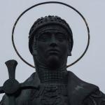 Псков. Памятник княгине Ольге в Детском парке.