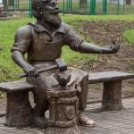 Псков. Памятник скобарю в Детском парке.