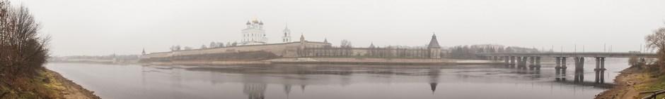 Вид на Псковский Кремль с Ольгинской набережной.
