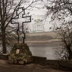 Псков. Крест на Ольгинской набережной.