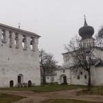 """Псков. Успенская церковь """"С Пароменья"""" с колокольней на Ольгинской набережной."""