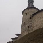 У Псковского Кремля. Башня Кутекрома.