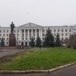 Псков. Псковский государственный университет и памятник Ленину.