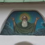 Над входом в церковь Сергия Радонежского и Никандра Псковского.