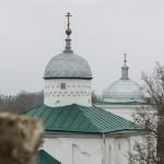 В Изборской крепости. Купола Никольского собора. Вид с башни Луковка.