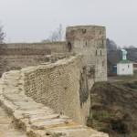 Стены Изборской Крепости. Вид с башни Луковки.