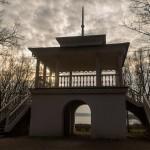 Пушкинские Горы: Петровское. Грот-беседка в парке.
