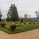 Пушкинские Горы: Петровское. Регулярный парк перед домом-музеем.