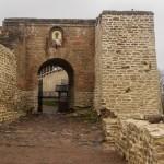 Никольские ворота в Изборскую крепость.