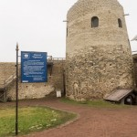 Изборская крепость. У башни Луковка.