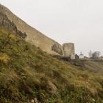 У стен Изборской крепости на Журавьей горе.