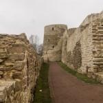У Никольского захаба Изборской крепости.