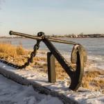 Новая Ладога. У мемориала на набережной Ладожской флотилии на берегу Волхова.