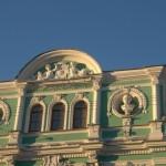 У Лештукова моста. Фасад БДТ. Пушкин и Глинка.