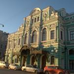 Здание Большого драматического театра на набережной Фонтанки.