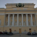 Здание Александринского театра на площади Островского.