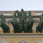 Здание Александринского театра. Квадрига Аполлона на аттике главного фасада.