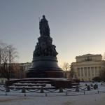 Памятник Екатерине Великой в сквере на площади Островского.