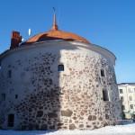 Выборг. Круглая башня на Рыночной площади. Память о средневековой крепости.