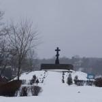 Кингисепп. Памятный крест на берегу Луги.