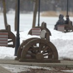 Валдай. Ретро-скамейки на берегу Валдайского озера.