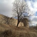 У стен Порховской крепости. Вид на Среднюю башню.