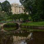 Вид на Павловский дворец с набережной Славянки.