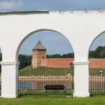 Новгород. У аркады Гостиного двора.  Вид на кремль.