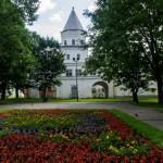 Новгород. Надвратная башня Гостиного двора.