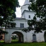 Новгород. У надвратной башни Гостиного двора.