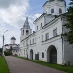 Новгород. У Воротной башни Гостиного двора.