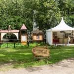 Новгород. Торговые палатки на Торговой стороне.