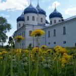 Юрьевский монастырь. Крестовоздвиженский собор. Вид снаружи монастыря.