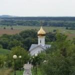 Холковский монастырь. Вид с лестницы на церковь Антония и Феодосия Печерских.