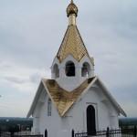 Холковский монастырь.  Храм-колокольня Влаимира Равноапостольного на холме.