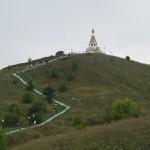 Холковский монастырь. Подъем на холм к храму Владимира Равноапостольного.