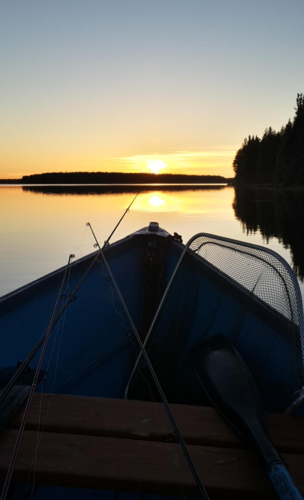 Карелия. Сегежа. На озере. Рыбалка на закате.