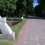 Минск.  В сквере Янки Купалы. Еще одна современная скульптура.
