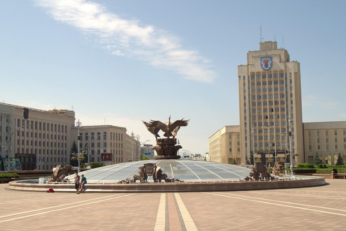 Минск. Центральный фонтан на площади Независимости.