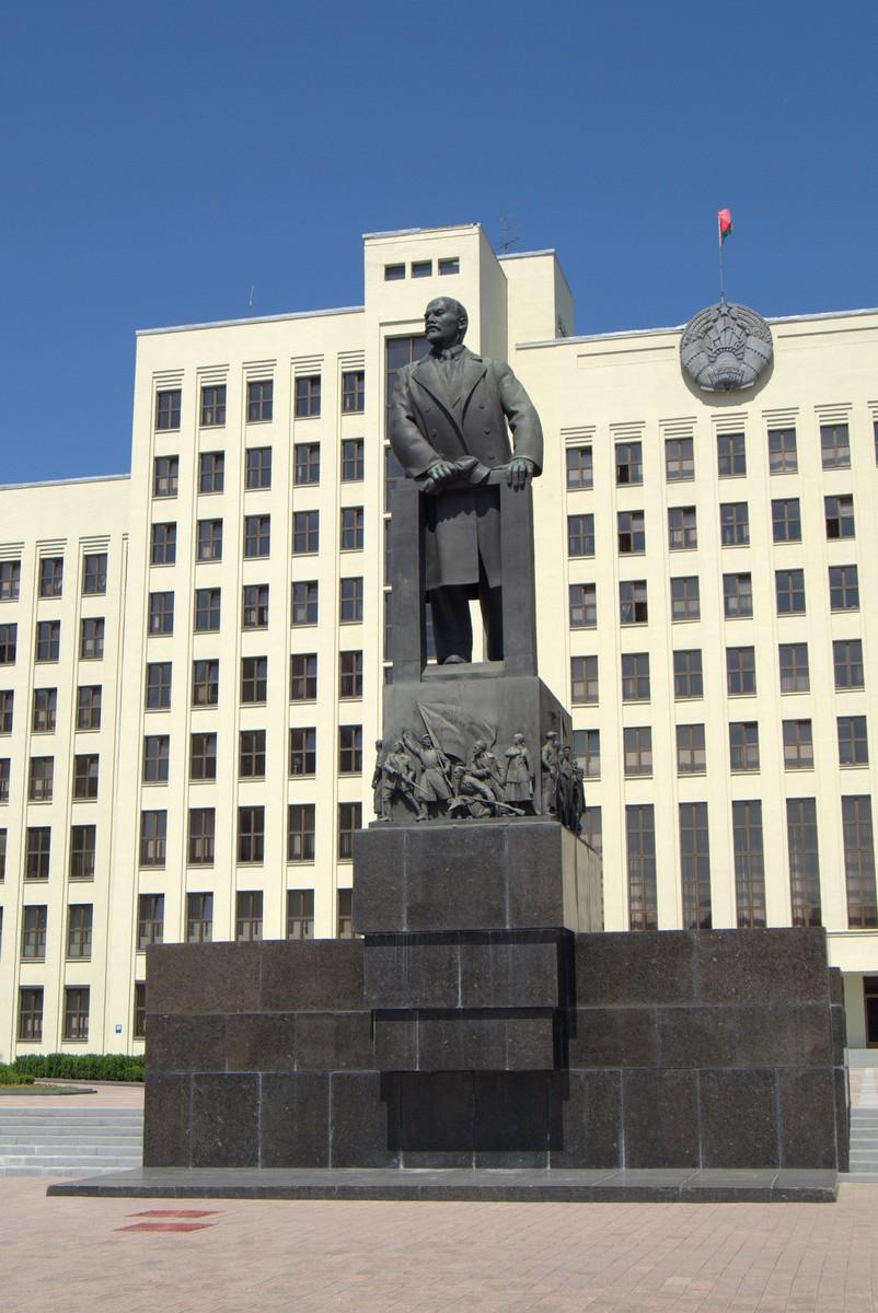 Памятник Ленину на площади Независимости.