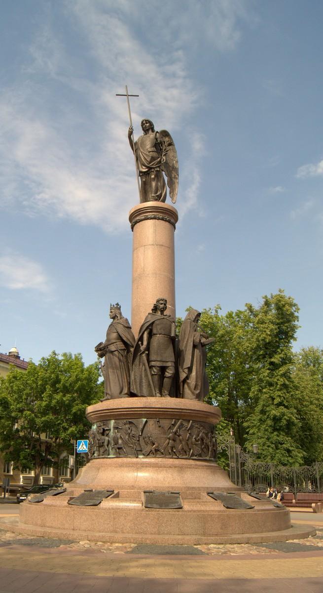 """Брест. Памятник """"Тысячелетие Бреста"""""""