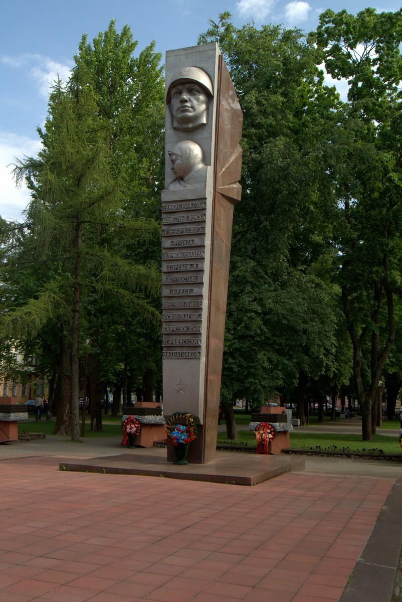 Брест. На площади Свободы. Памятник в честь освобождения Бреста.