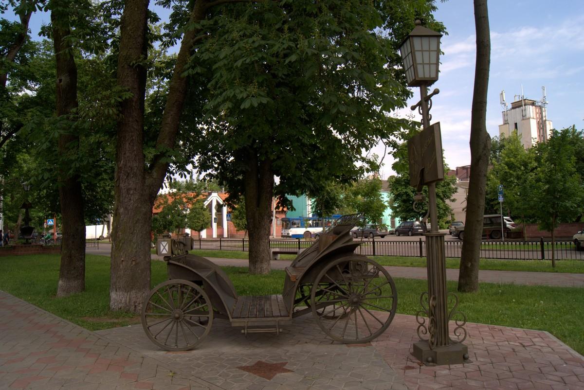 Брест в сквере на улице Гоголя. Коляска.