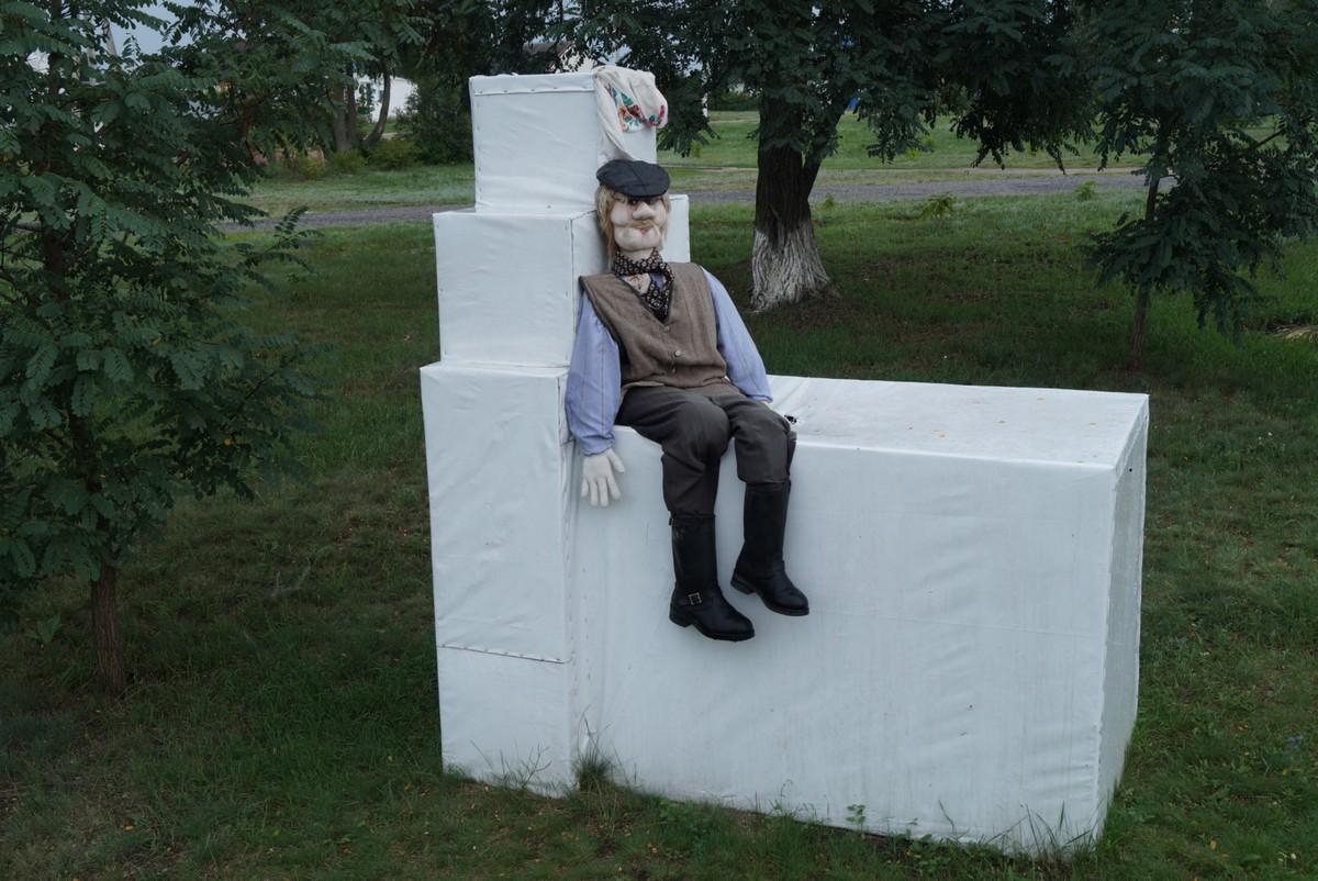 В селе Ездочное. Дядька на печке.