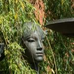 Минск. Скульптурная композиция у фонтана рядом с Красным костелом. Дама.