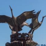 Минск. Три аиста. Центральный фонтан на площади Независимости.