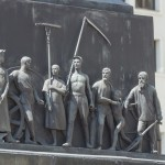 Минск. Площадь Независимости. Барельефы на постаменте памятника Ленину.