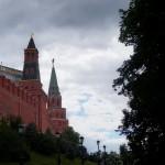 У стен Московского Кремля. Оружейная и Боровицкая башни.